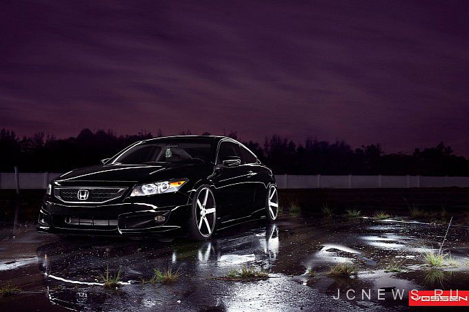 Honda Accord Coupe 2013 года обули в диски Vossen
